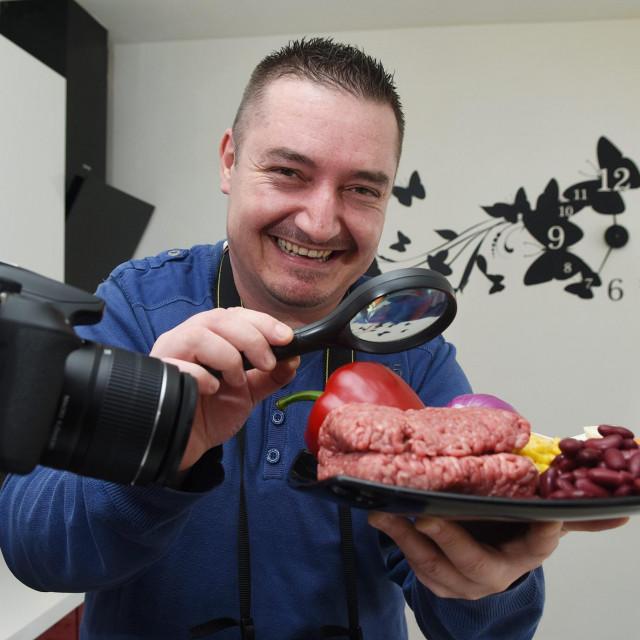 Sasa Vukić, kuhar amater koji svoje recepte objavljuje u video klipovima a prati ga milijunska publika iz 200 zemalja