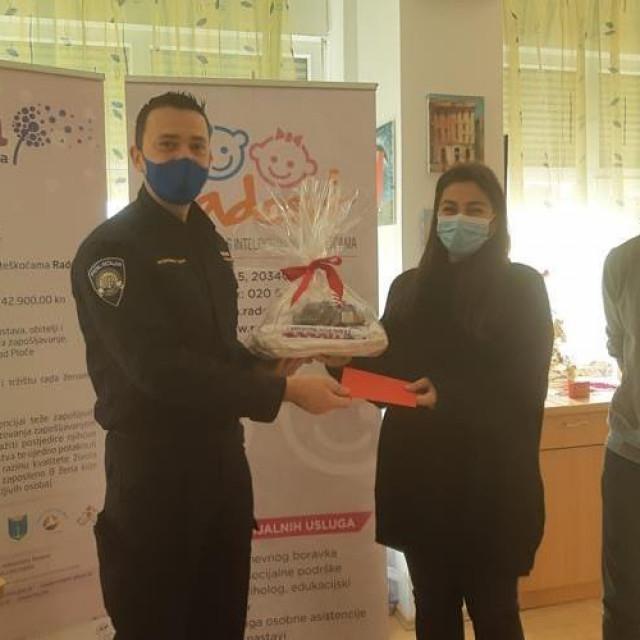 Policijski službenici donirali novac udrugama