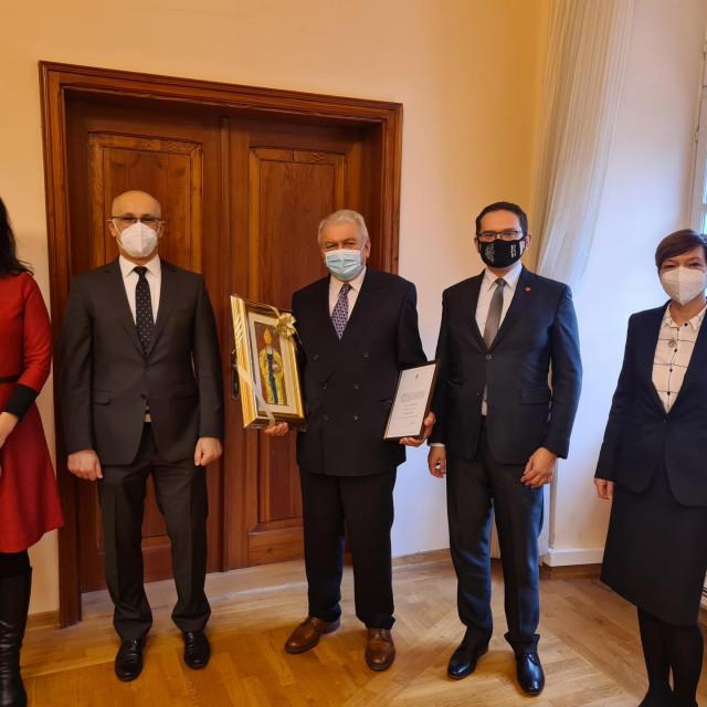 Vesna Vrtiprah i Đuro Benić izabrani u počasno zvanje professora emeritusa