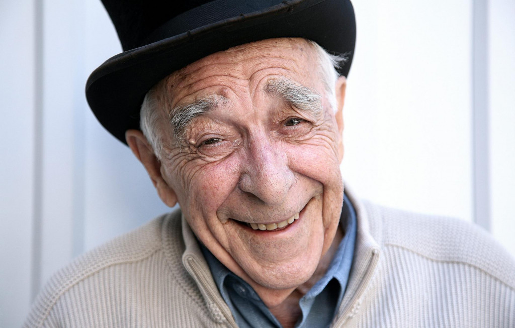 Pero Kvrgić glumio je u 'Opsadi', 'H-8', 'Tri četvrtine sunca', 'Sreća dolazi u 9', 'Nepokorenom gradu', 'Ne daj se, Floki', 'Kamenitim vratima'