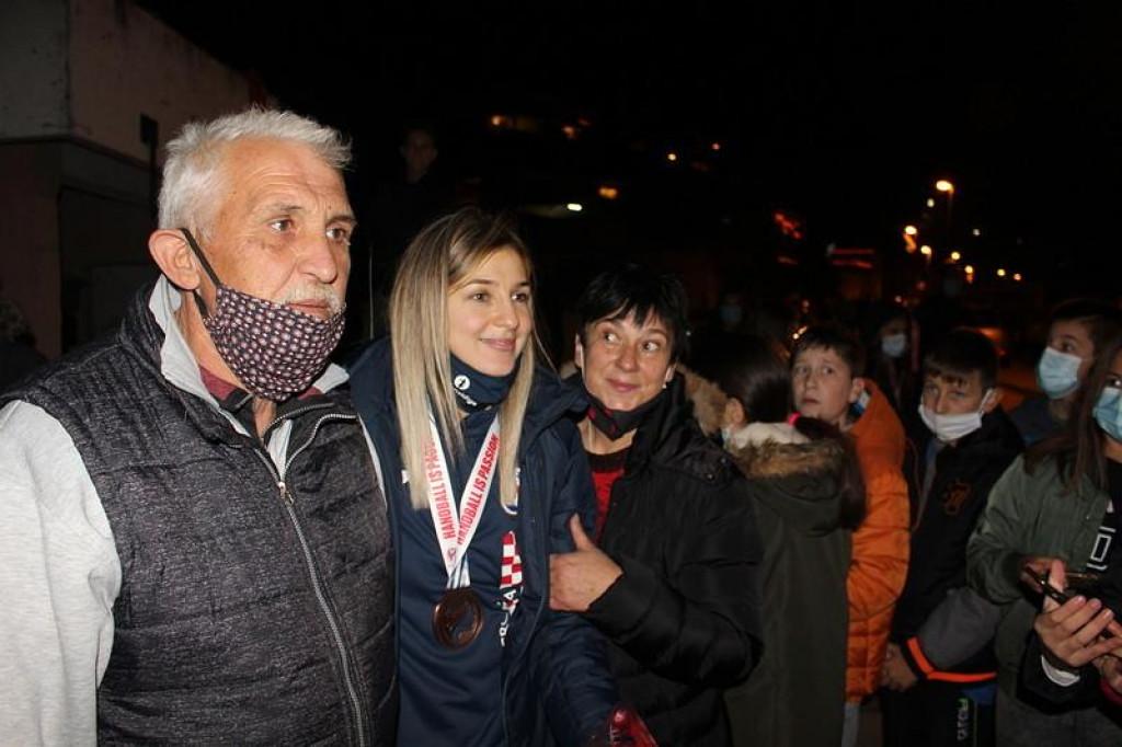 Tea Pijević i Ćamila Mičijević dočekane u Stablini