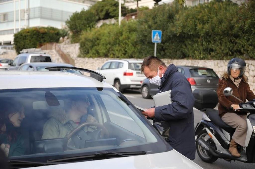 """Savjesni vozači nagrađeni su poklonom u Operativno-preventivnoj akciji pod nazivom """"Četiri ubojice u prometu"""""""
