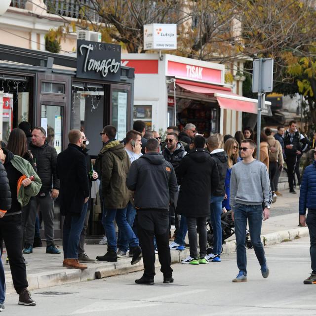 Badnje prijepodne mnogi su iskoristi za šetnju i kavu<br />