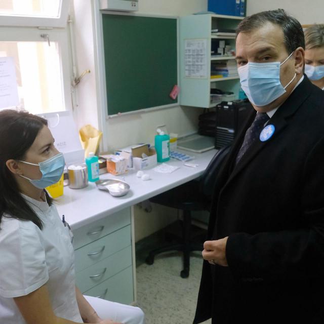 Ministar Beroš na cijepljenju zdravstvenih djelatnika uKlinici za infektivne bolesti Dr. Fran Mihaljević