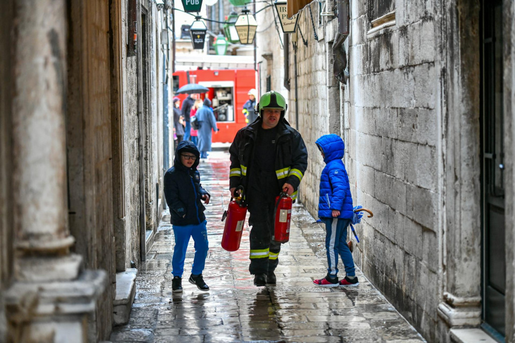 Intervencija pripadnika JVP Dubrovački vatrogasci unutar zidina