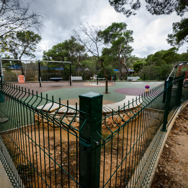 Popravljena je ograda oko igrališta