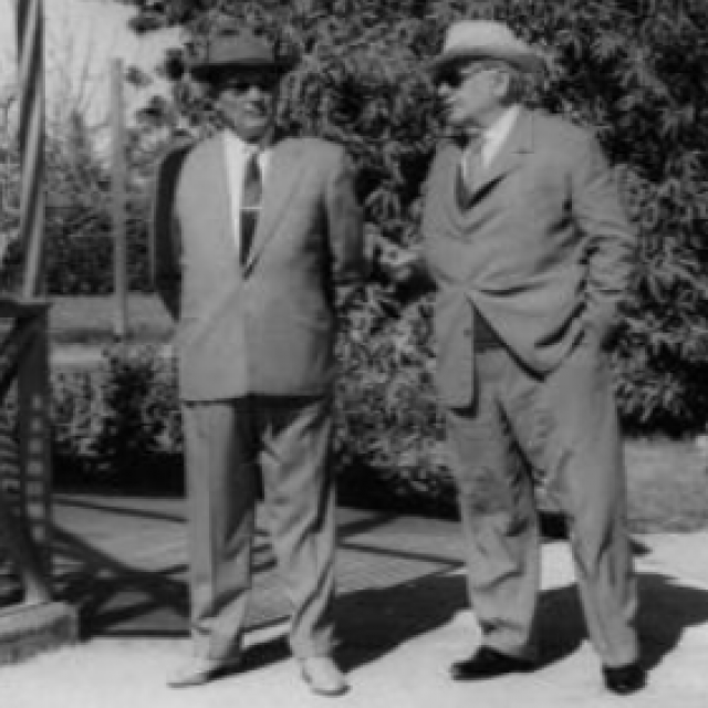 Posjet Egiptu u veljači 1962.; šetnja vrtom rezidencije u Asuanu
