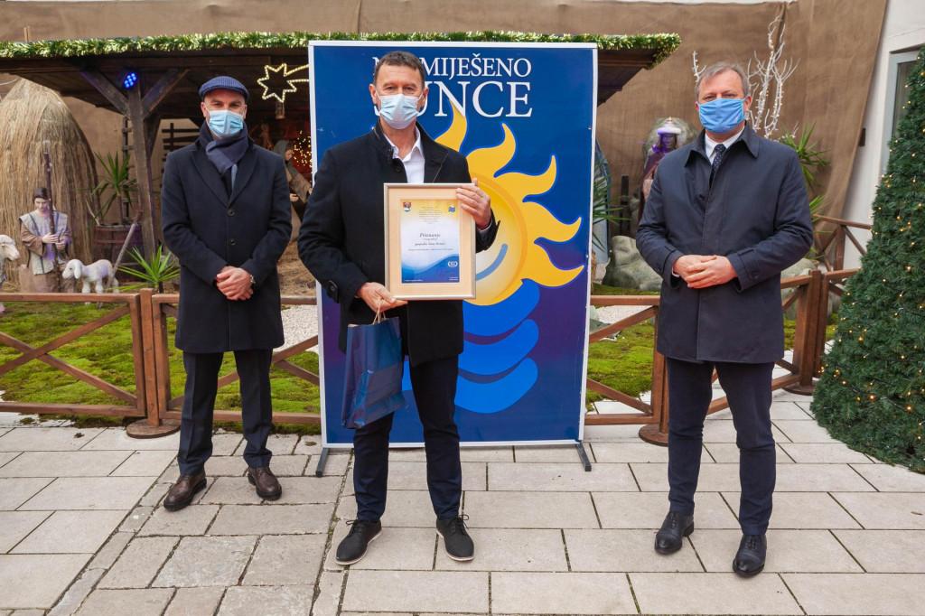 """Šime Stručić, dobitnik priznanja """"Nasmiješeno sunce"""" za najboljeg čistača"""