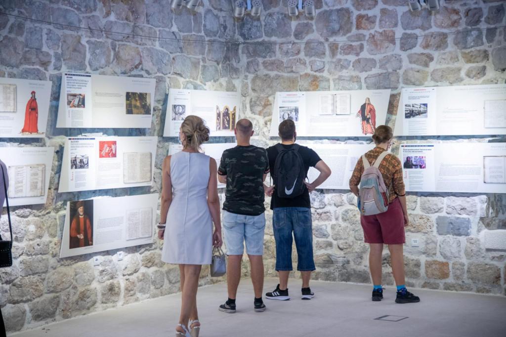 """Izložba """"COVID-19 i kuga: sadašnjost u prošlosti"""" otvorena je početkom rujna u Lazaretima"""