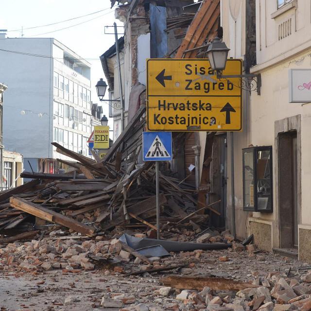Ulice Petrinje nakon potresa