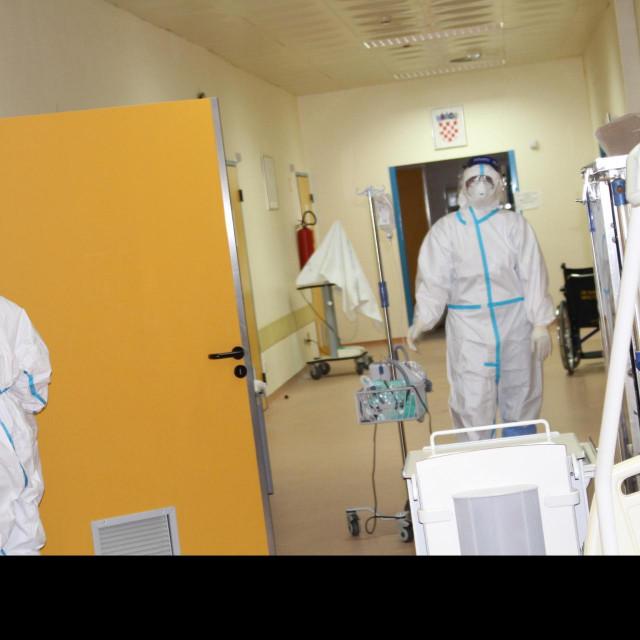 """Osoblje redovito obilazi sve pacijente u """"svemirskoj"""" zaštitnoj opremi"""