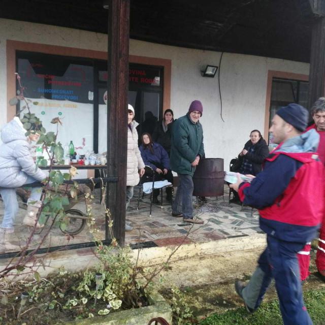 Splitski HGSS-ovci se vratili iz Petrinje: Na terenu smo naišli na obitelj s četvero male djece koja se grijala na vatru ispred porušenog doma