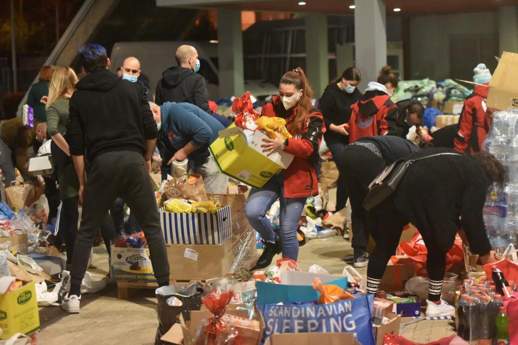 Prikupljanje pomoci kod dvorane Kresimira Cosica na Visnjiku<br />