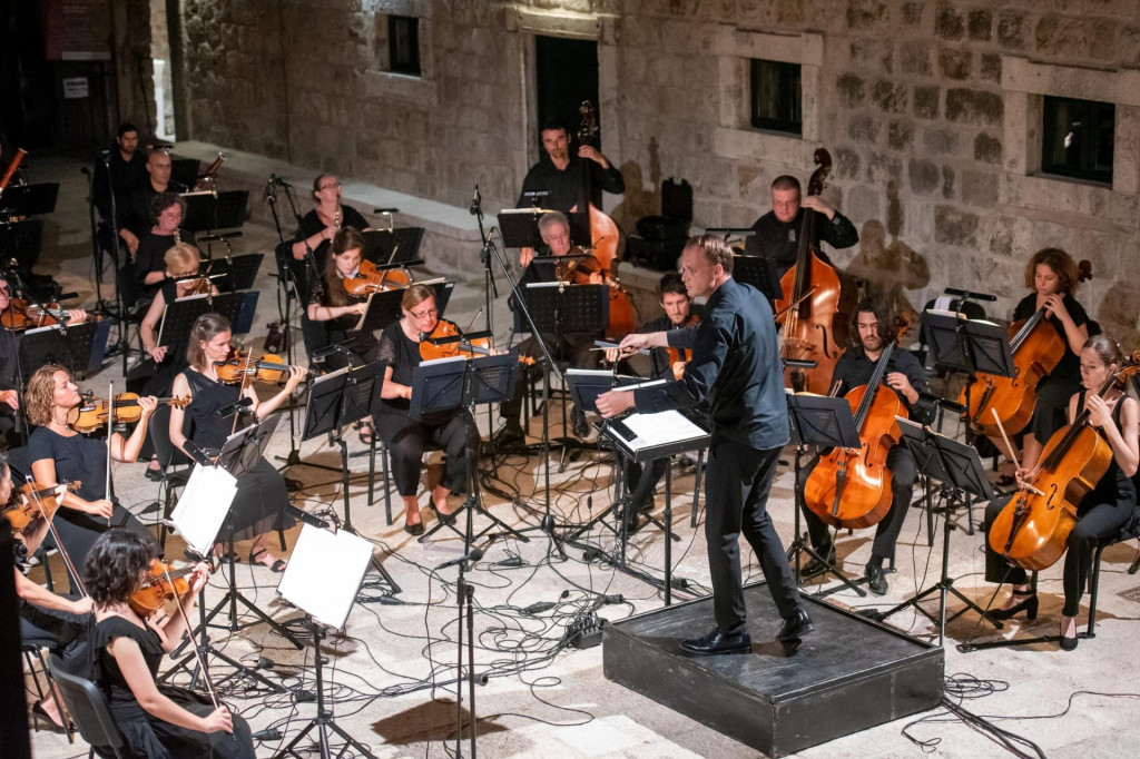 Dirigent Ivan Hut i članovi DSO-a na platou Lazareta, ljeto 2020.