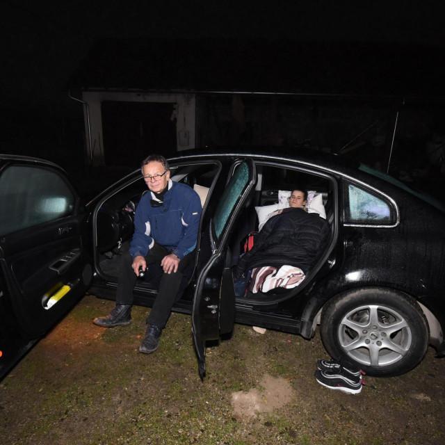 Duško Lončar i kćerkica noć su proveli u automobilu
