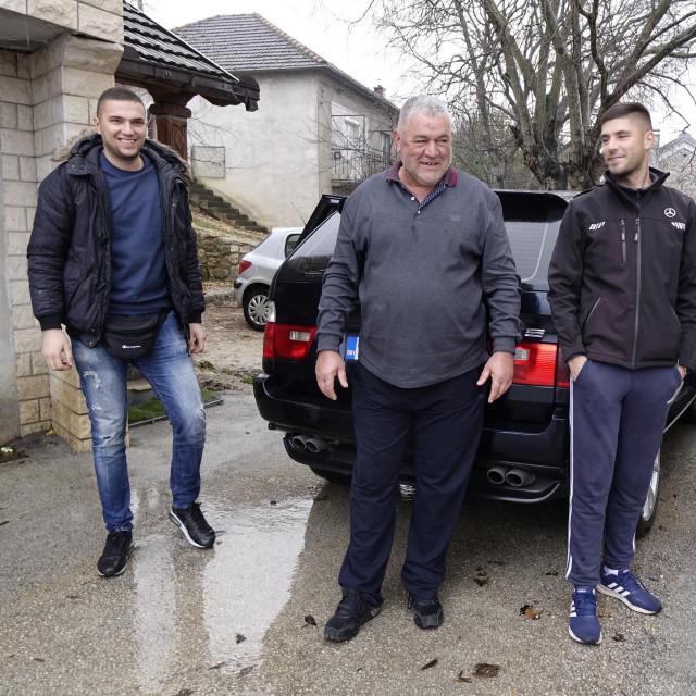 Četvorka iz Vinjana Donjih kada se spremala za put u Petrinju<br />