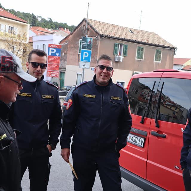 Šibenski vatrogasci otišli u pomoć unesrećenima u potresu