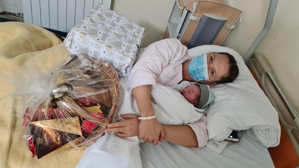Mama Klavdija Jerosimić sa sinčićem