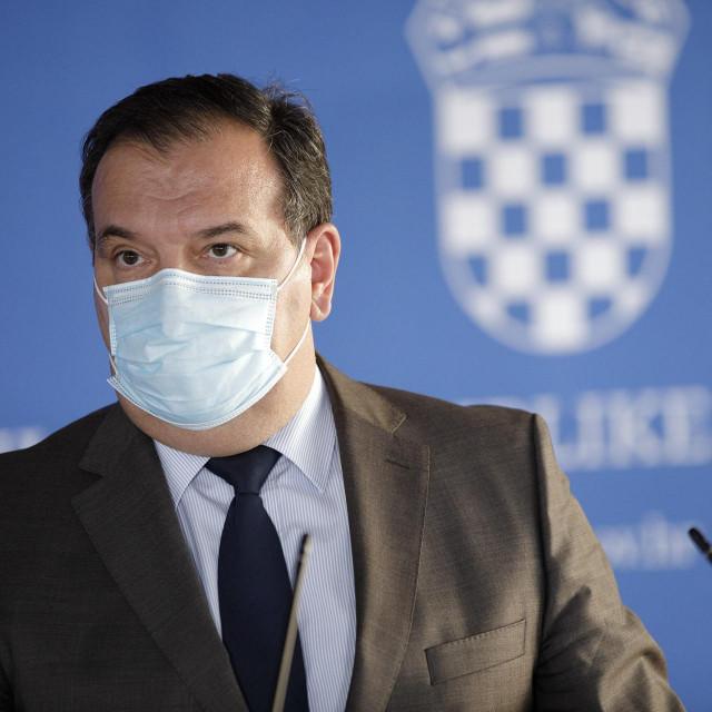 Zagreb, 040121.<br /> Ministar zdravstva Vili Beros odrazao konferenciju za medije nakon sjednice Vlade RH.<br />