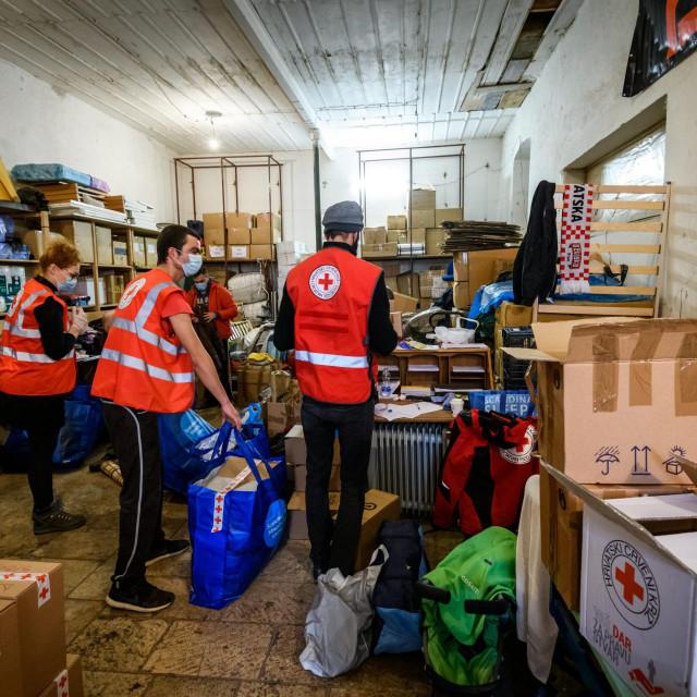 Pod paskom šibenskog Crvenog križa prikupljeno je puno pomoći za Banovinu