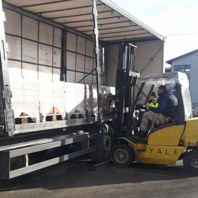 Općina Konavle s konavoskim poduzetnicima osigurala vrijednu donaciju građevinskog materijala za potresom pogođenu općinu Maju
