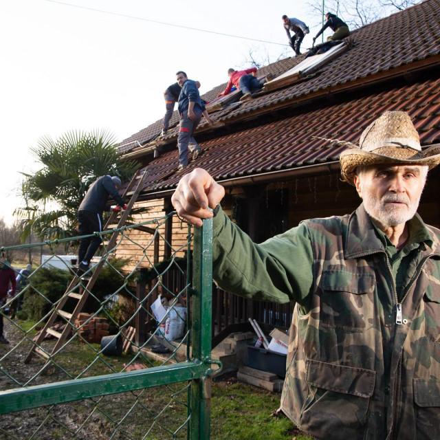 Ivo Tomic iz Majskih Poljana je u potresu izgubio brata i necaka.<br />