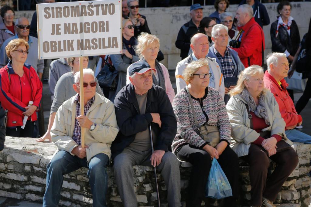 Golemi dio umirovljenika jedva preživljava od mirovine