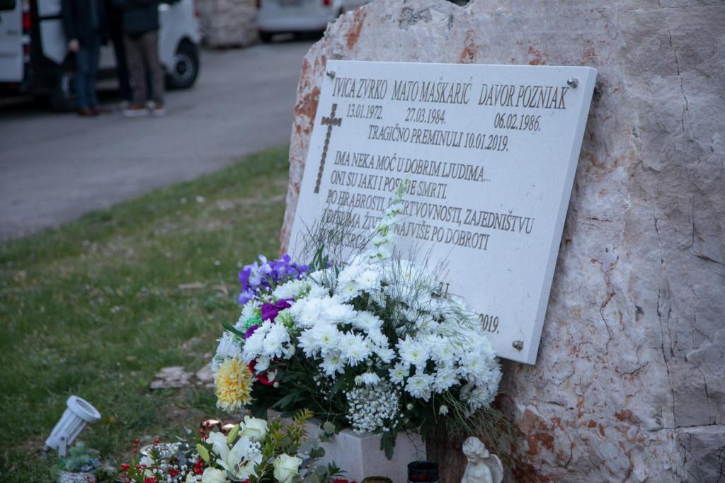 Spomen ploča u Hidroelektrani Dubrovnik