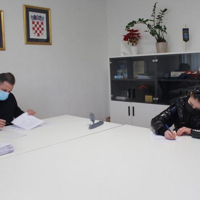 Gradonačelnik Ploča uručio 32 Ugovora o stipendiranju studenata i učenika