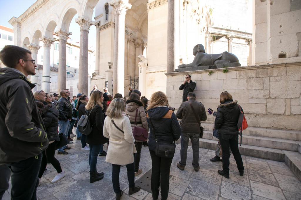 Polaznici online programa za Turističkog vodiča i Voditelja turističe agencije