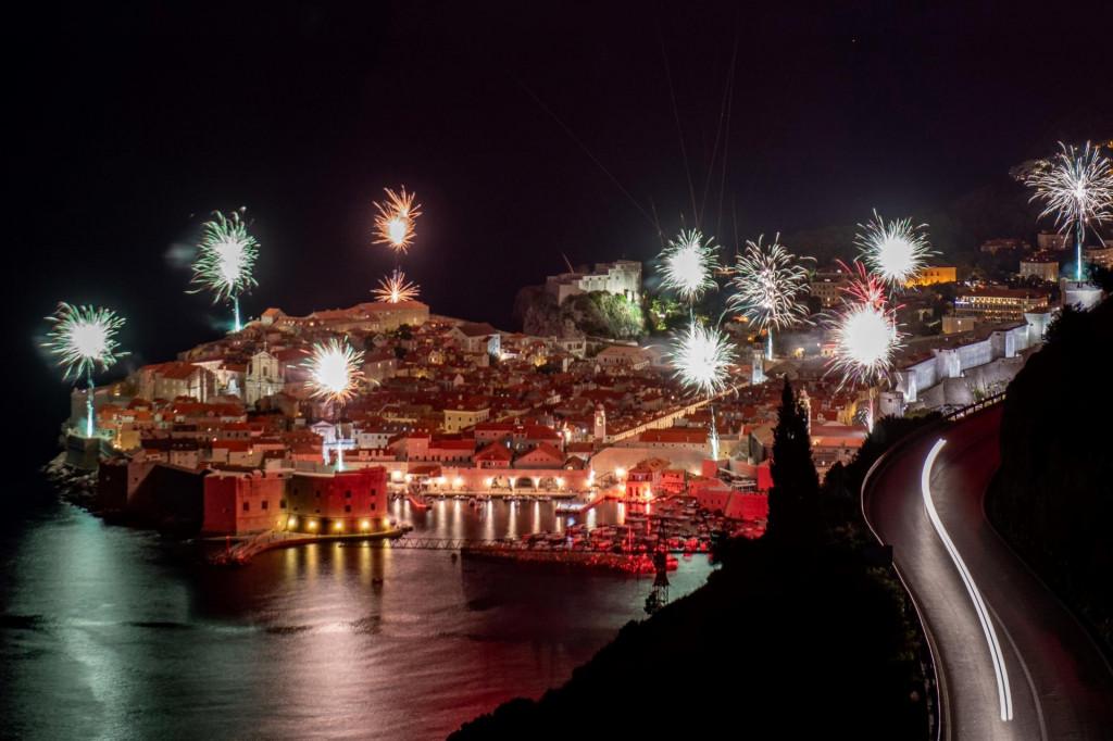 I Dubrovnik je 28. listopada 2020. vatrometom obilježio 70. rođendan Torcide, navijača splitskog Hajduka foto: Tonći Plazibat / CROPIX
