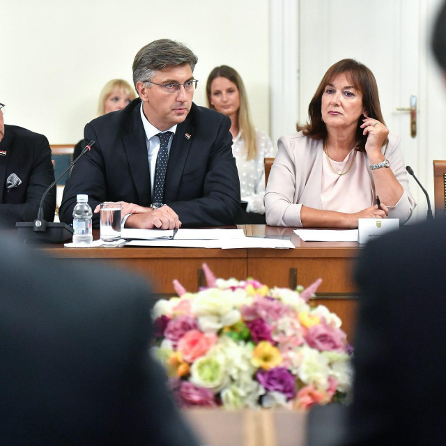 Andrej Plenković i Dubravka Šuica u prvom planu