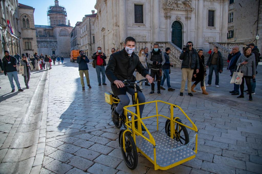 Ispred Sponze je održana prezentacija teretnih električnih bicikala