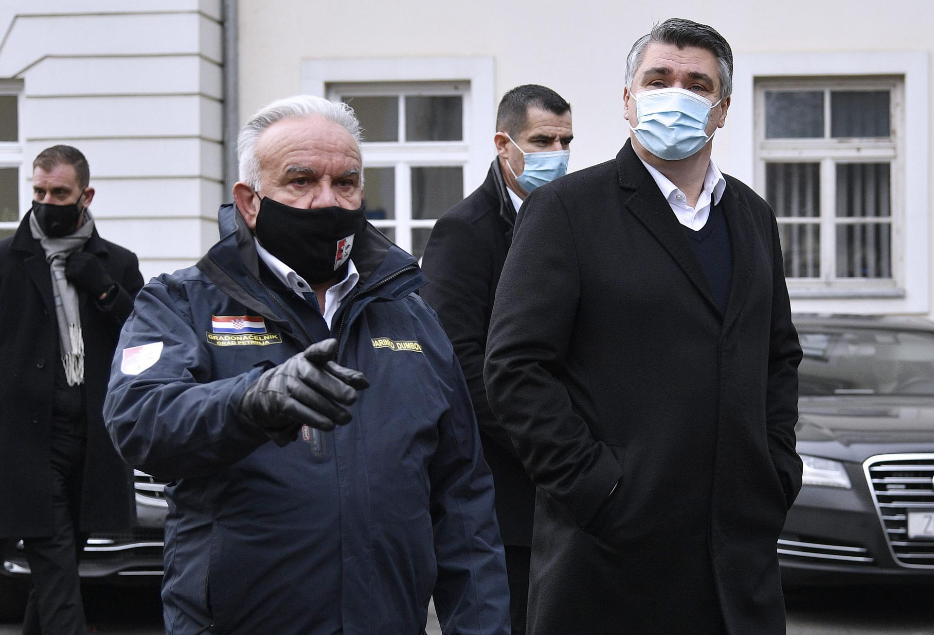 Predsjednik otišao u Petrinju, posjetio volontere i popio rakiju s njima: 'Ljudi, hvala vam na svemu'