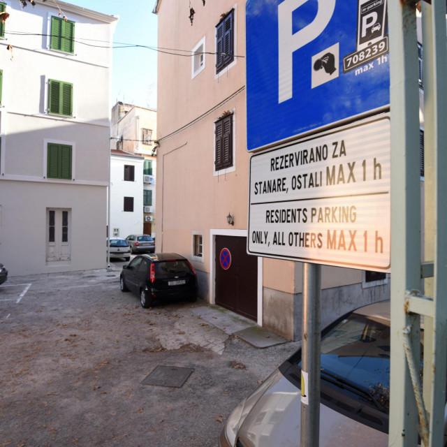 Zadar, 120121.<br /> U Ulici Sirac Grad Zadar osigurao je parking za stanare Poluotoka s povlastenim parkirnim kartama od 50 kuna mjesecno.<br />