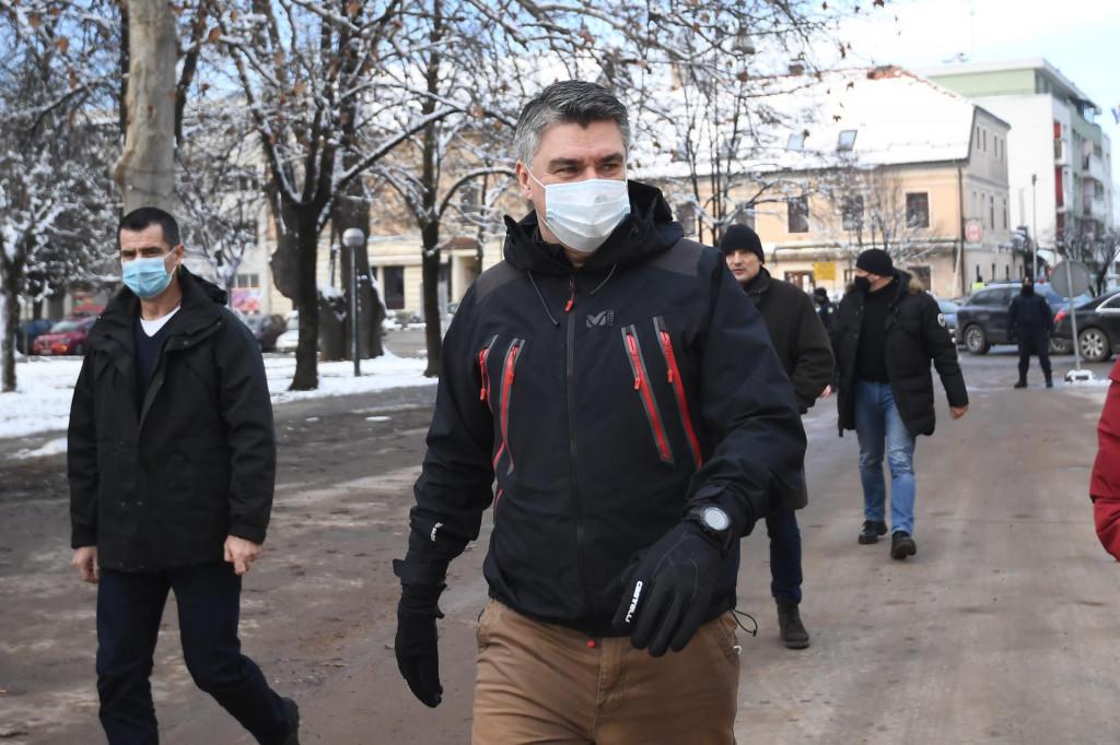 Zoran Milanović u obilasku centra Petrinje