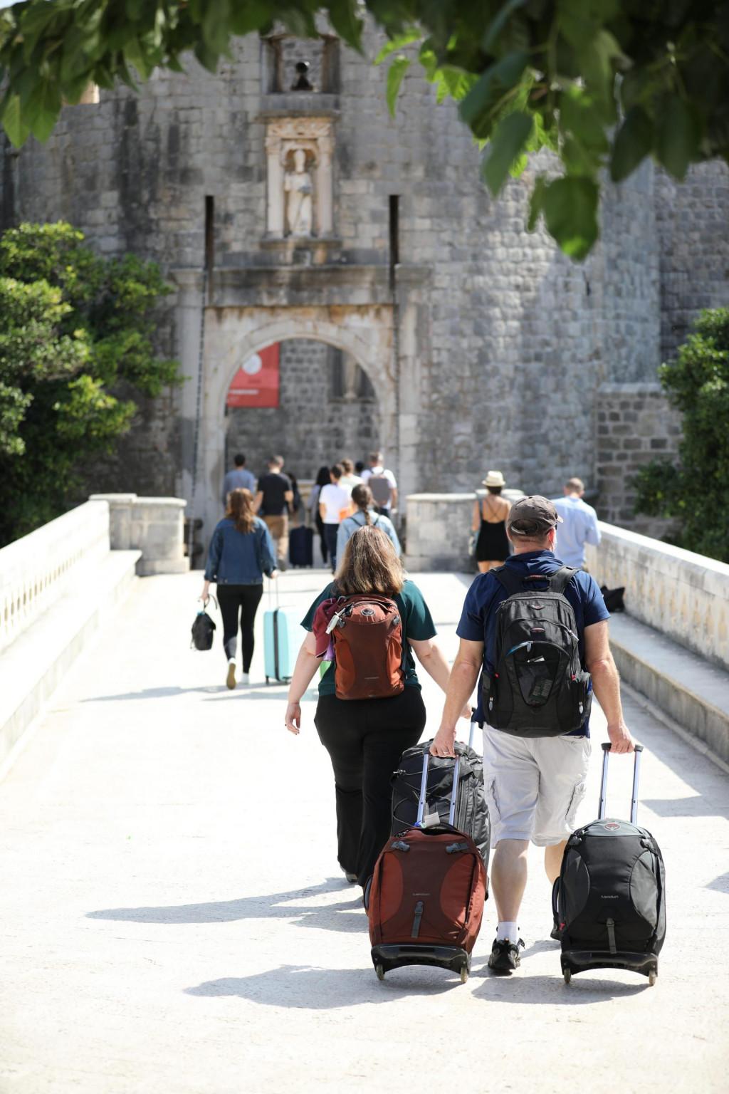 Tursiti stižu u Grad