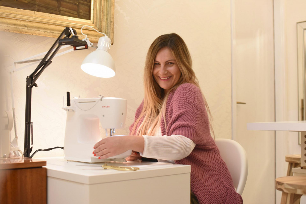 Zadar, 140121.<br /> Zadarska dizajnerica Ella Dusevic otvorila je akademiju koja se bavi edukacijom strukovnog pomalo zaboravljenog zanimanja sivanja.<br />