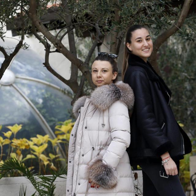 Vesna Rudelj i Iva Krivić, volonterke Crvenog križa iz Makarske