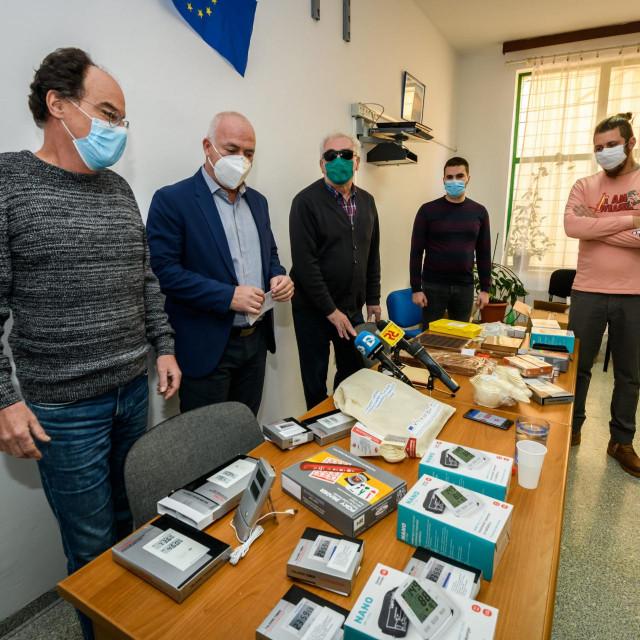 Župan Goran Pauk uručio je Udruzi slijepih opremu i tifološka pomagala