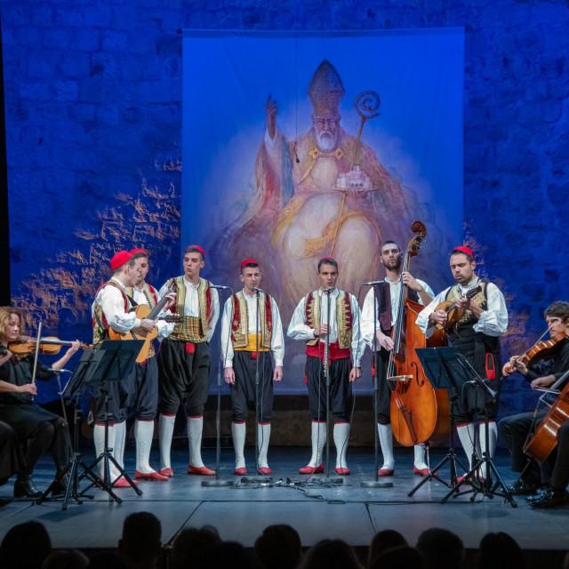 S lanjske Feste od klapa u kazalištu Marina Držića
