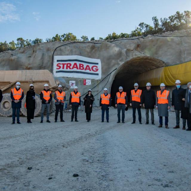 Ministar Oleg Butković obišao je gradilište pristupnih cesta kod tunela Debeli brijeg na Pelješcu