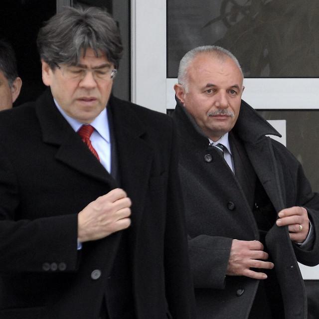 Krešo Petek (krajnji desno) na suđenju sinu Mariju Peteku zbog izazivanja prometne nesreće sa smrtnim ishodom