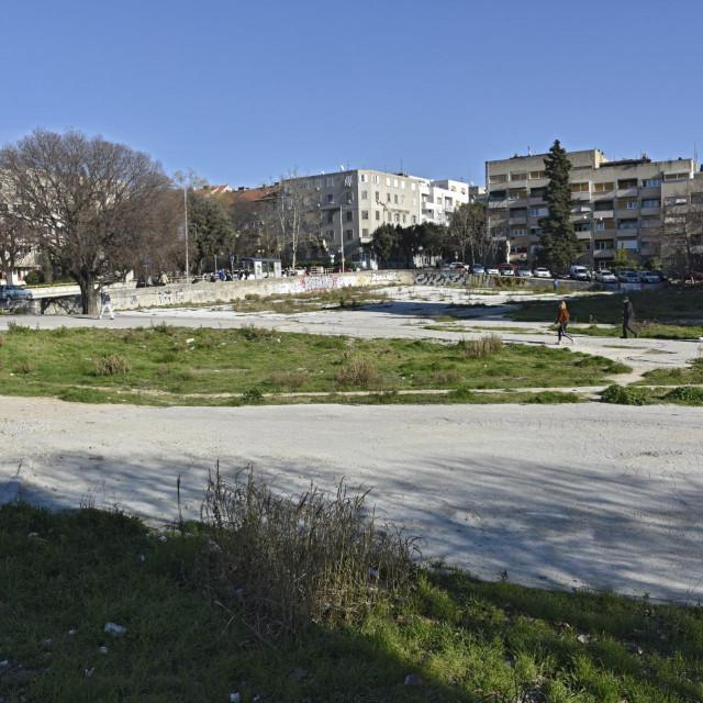 Na prostoru nekdašanjeg parkirališta na početku Vukovarske ulice ništa se nije izgradilo dva desetljeća