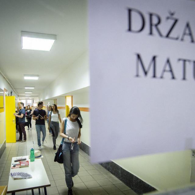 Najavljeno je da će konačna odluka o maturi biti donesena do kraja siječnja