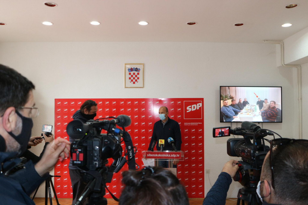 Joško Šupe na press konferenciji SDP-a<br />
