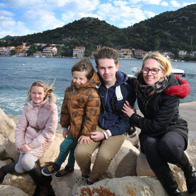 Viktorija, Adriano, Mihael i mama Iva Frlan