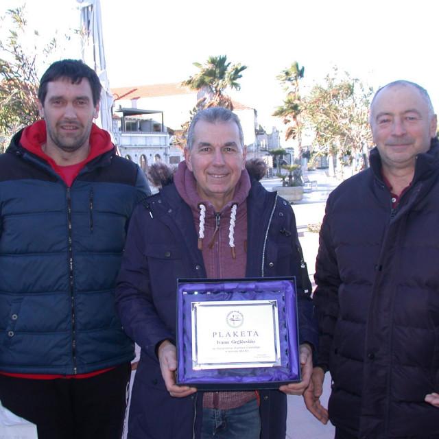 Predsjednik VK 'Jelsa' Frančesko Duboković, Ivan Grgičević i trener Jerko Božiković