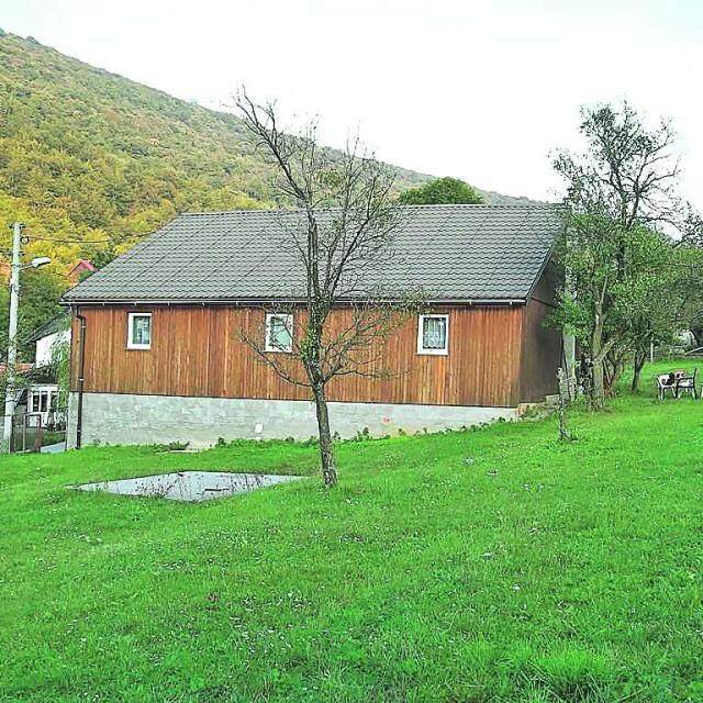 BRINJE - Stajnica, 100 m2, okućnica 4500 m2, 65.000 €