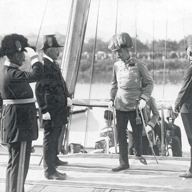 Izlazak nadvojvode Franje Ferdinanda s jahte Dalmata uz obalu u luci Metković, 26. lipanj 1914.